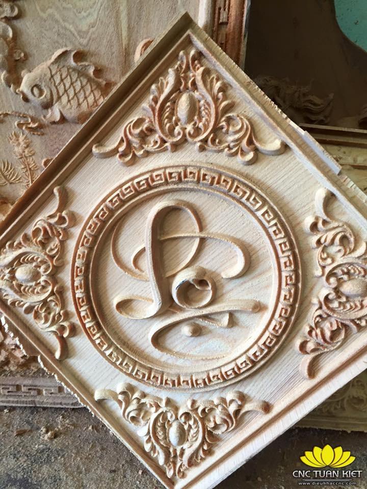 Tranh gỗ chữ Lộc được chạm khắc tinh xảo từ máy đục gỗ CR-2325-8