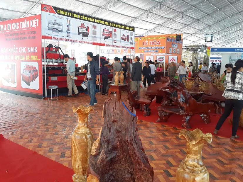 Buổi trưng bày sản phẩm máy in gỗ CNC Tuấn Kiệt tại Hội chợ triển lãm quốc tế Hà Nội