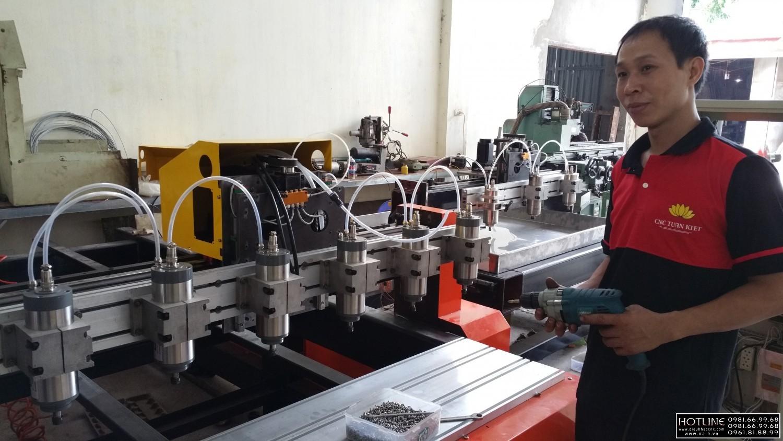 Quy trình sản xuất và lắp ráp kỹ thuật máy in gỗ tại xưởng CNC Tuấn Kiệt