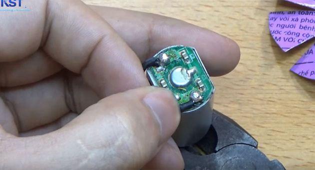 Gắn dây điện vào Motor