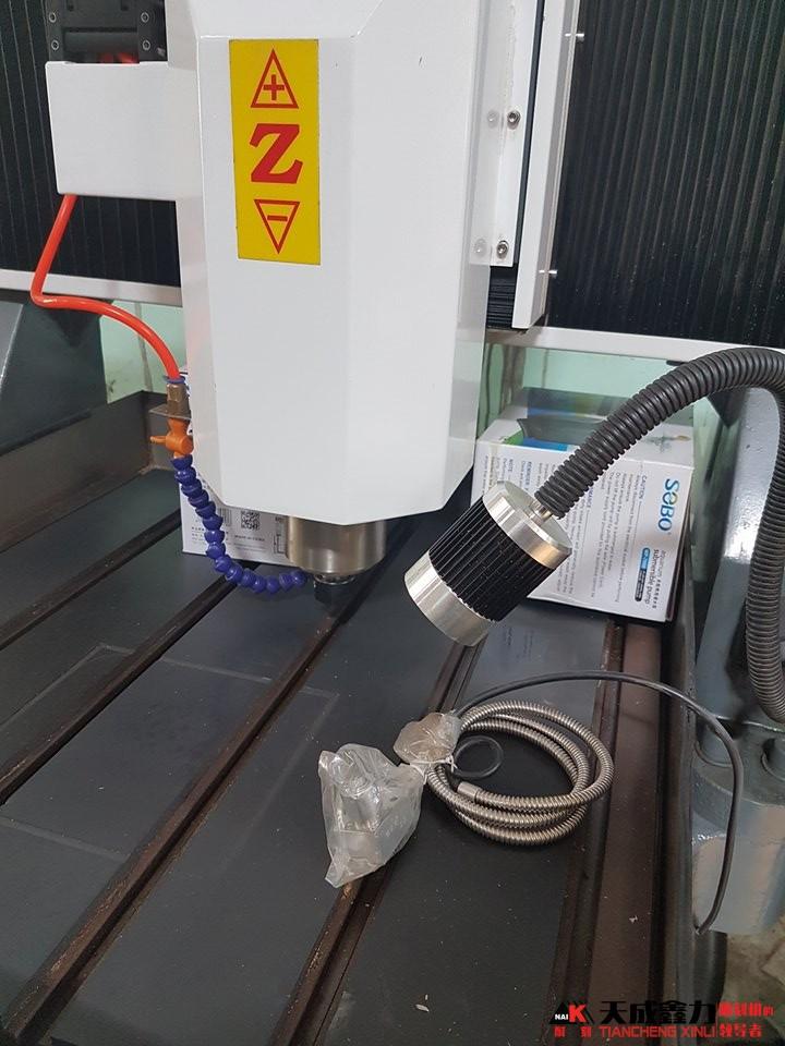 Trục Z máy chạm khắc kim loại 8STC-6060XB