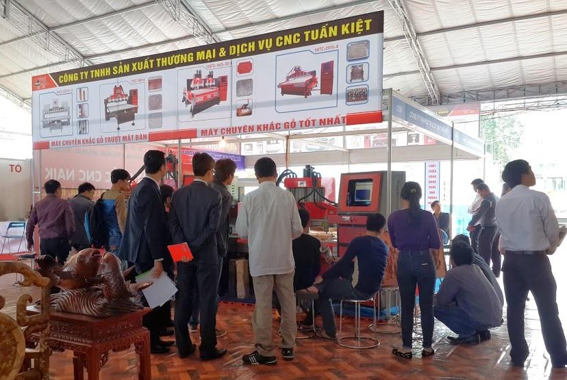 Máy đục gỗ CNC JC-2025-6 tại buổi triển lãm quốc tế Hà Nội