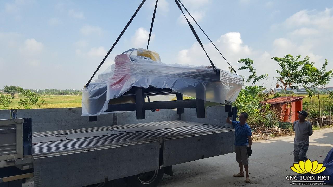 Máy đục gỗ JC-2025-6 được phân phối cho khách hàng